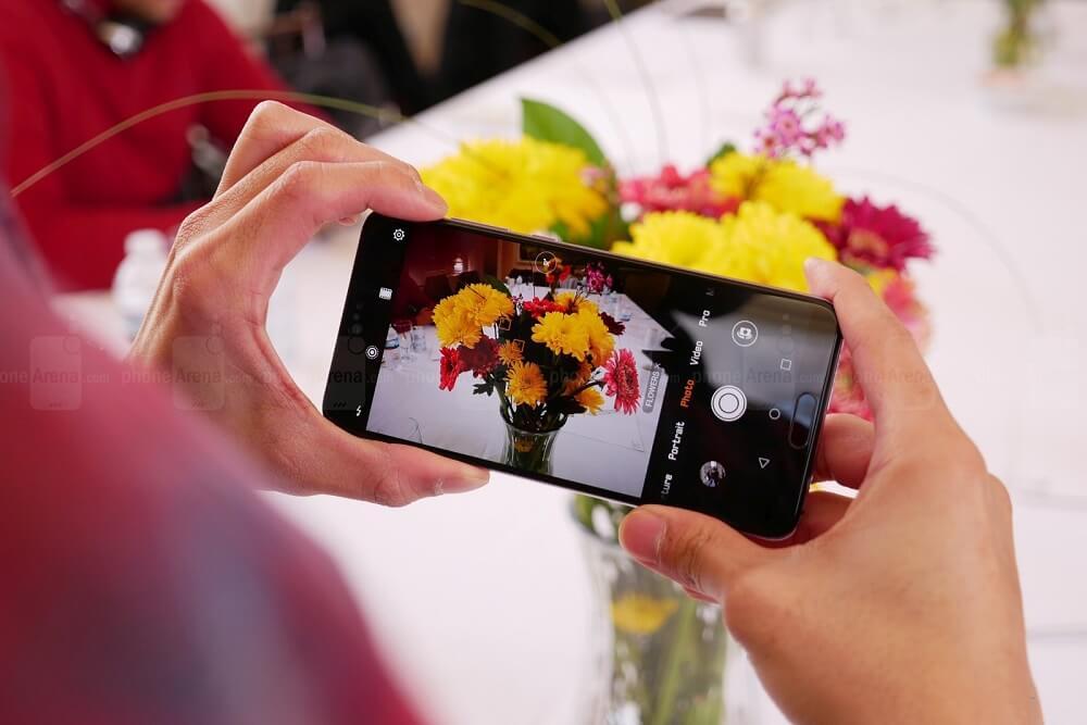Huawei P20 and P20 Pro hands on pictures - هواوی پی 20 و پی 20 پرو رونمایی شدند: نمایشگر کمحاشیه و دوربین قدرتمند