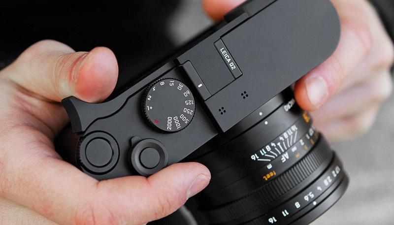 Q2 Daumenstütze  Headerimage Accessories   2400x840 teaser 2400x787 - دوربین لایکا Q2 با سنسور 47 مگاپیکسلی معرفی شد