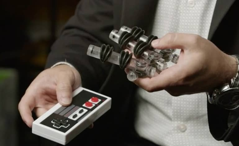 air powered soft robotic hand super mario bros - ساخت دست رباتیک برای انجام بازی های ویدیویی
