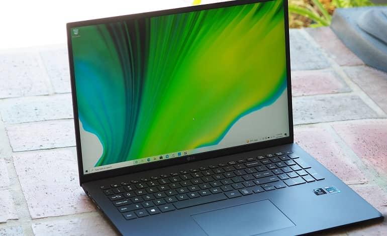 lg gram 17 2021 laptop 3 - بررسی لپ تاپ ال جی Gram 17 (2021)
