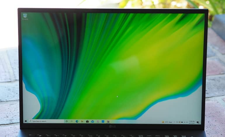 lg gram 17 2021 screen - بررسی لپ تاپ ال جی Gram 17 (2021)