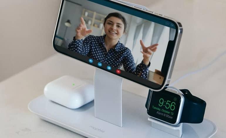 mophie charger - موفی پایه شارژر مگ سیف 3 در 1 را برای دستگاه های اپل منتشر کرد