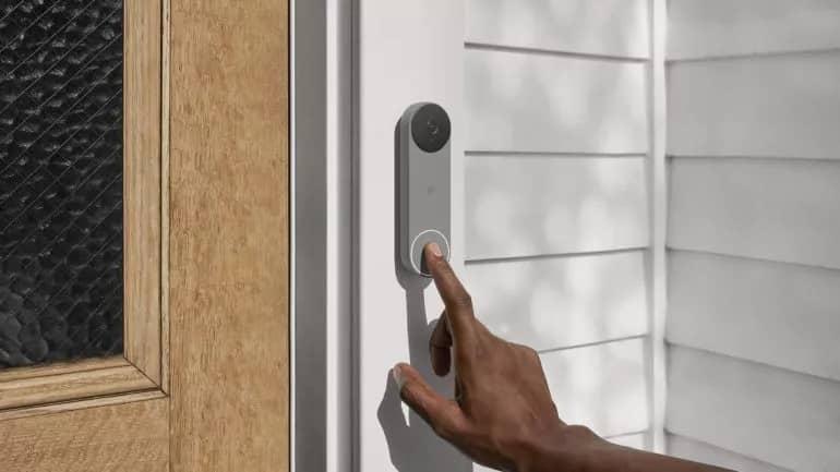 Nest Doorbell battery Ash lifestyle 770x433 1 - رونمایی گوگل از چهار محصول جدید امنیتی برند Nest