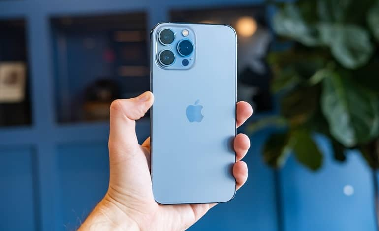 iphone 13 pro and pro max review 1 - بررسی آیفون 13 پرو و پرو مکس