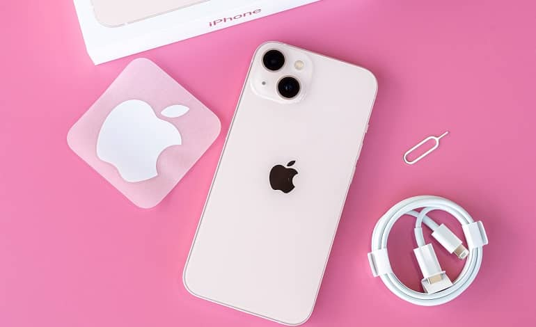 Apple iPhone 13 review 1 - بررسی اپل آیفون 13